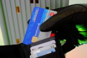 Umbefugtes Geldabheben vom Geldautomat